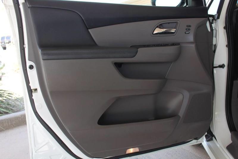 Used-2015-Honda-Odyssey-Touring-Elite-Classic