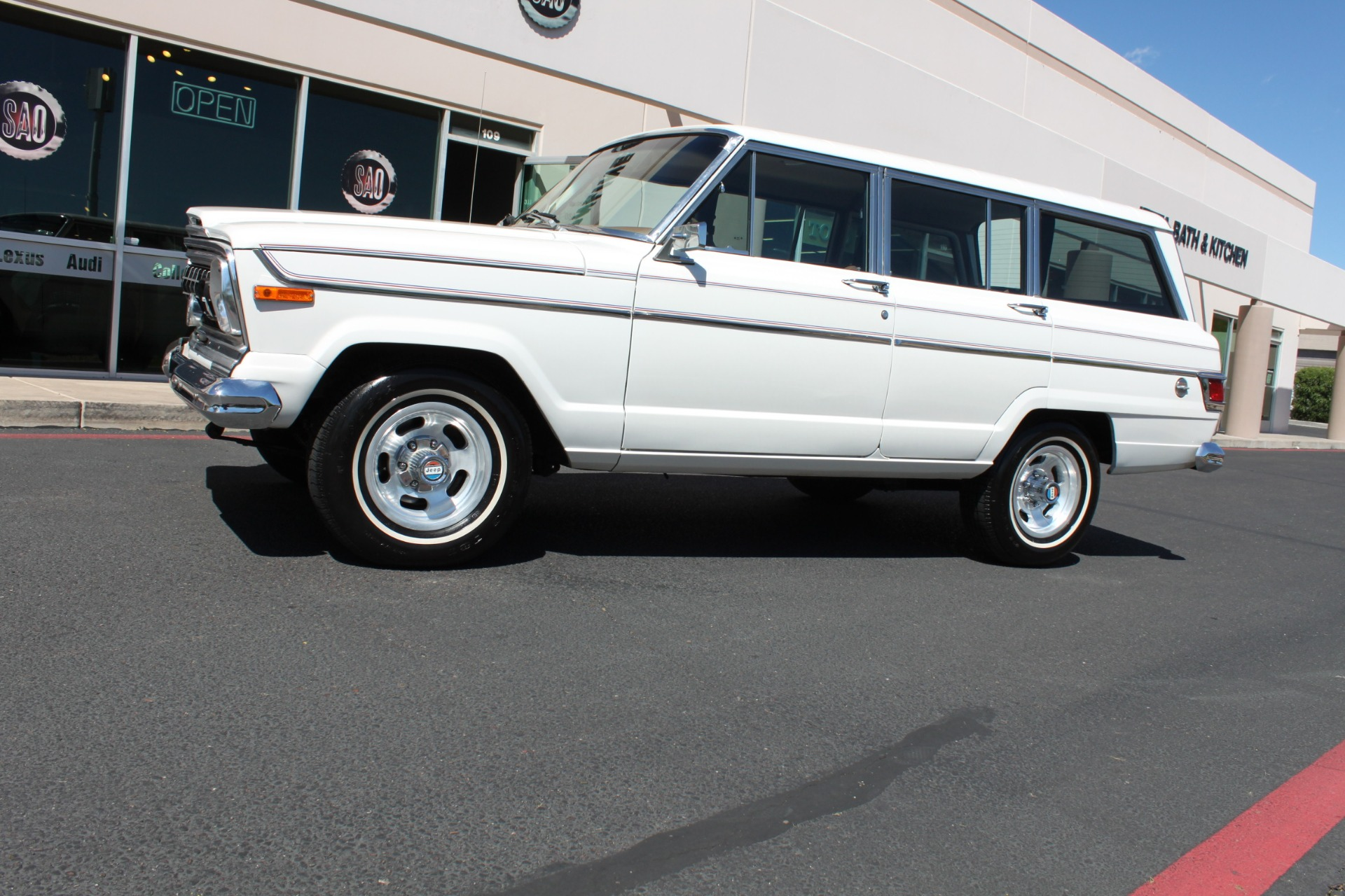 Used-1977-Jeep-Wagoneer-Custom-Fuel-Injected-66-Liter-401-Alfa-Romeo