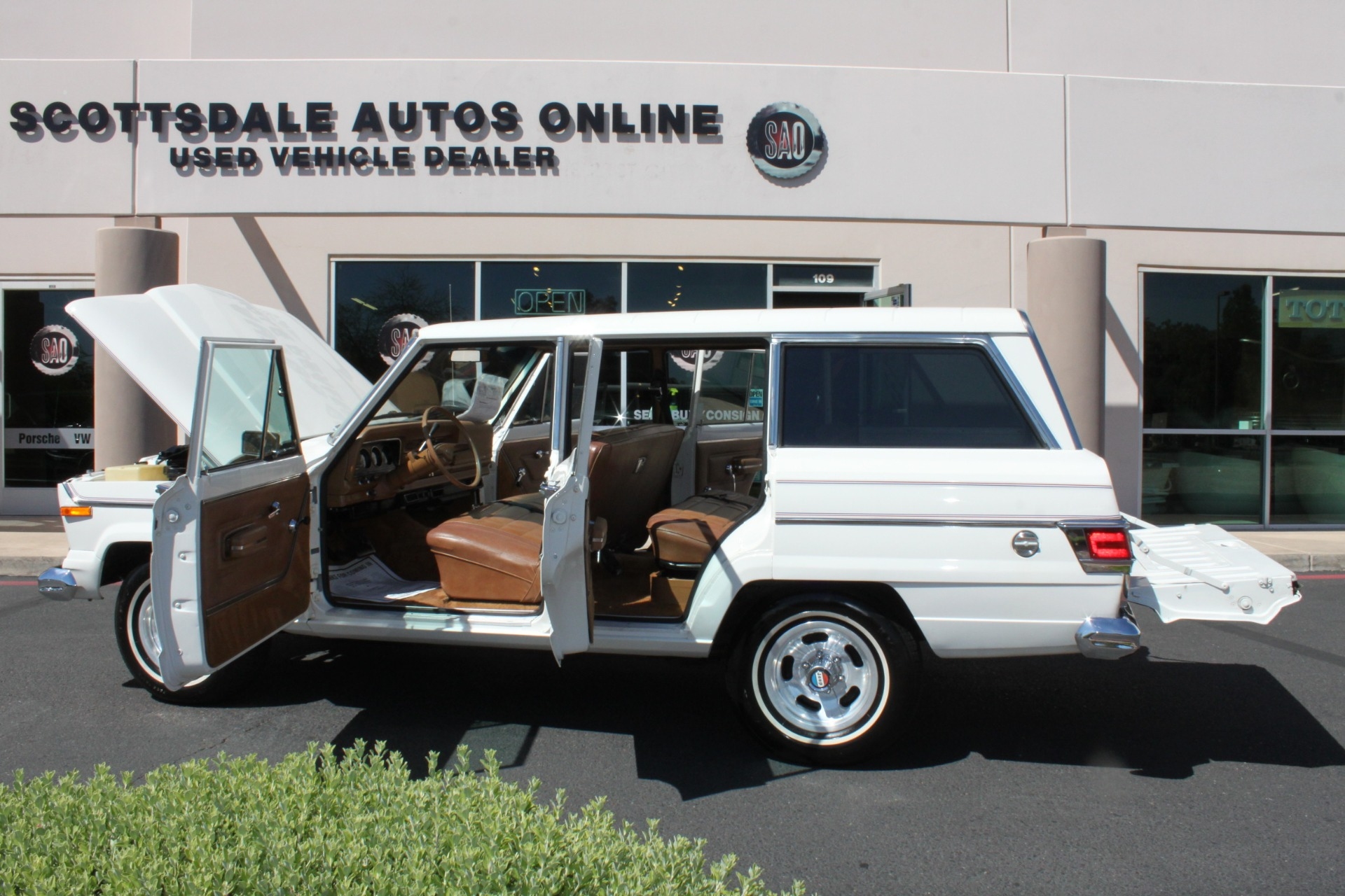 Used-1977-Jeep-Wagoneer-Custom-Fuel-Injected-66-Liter-401-Jaguar