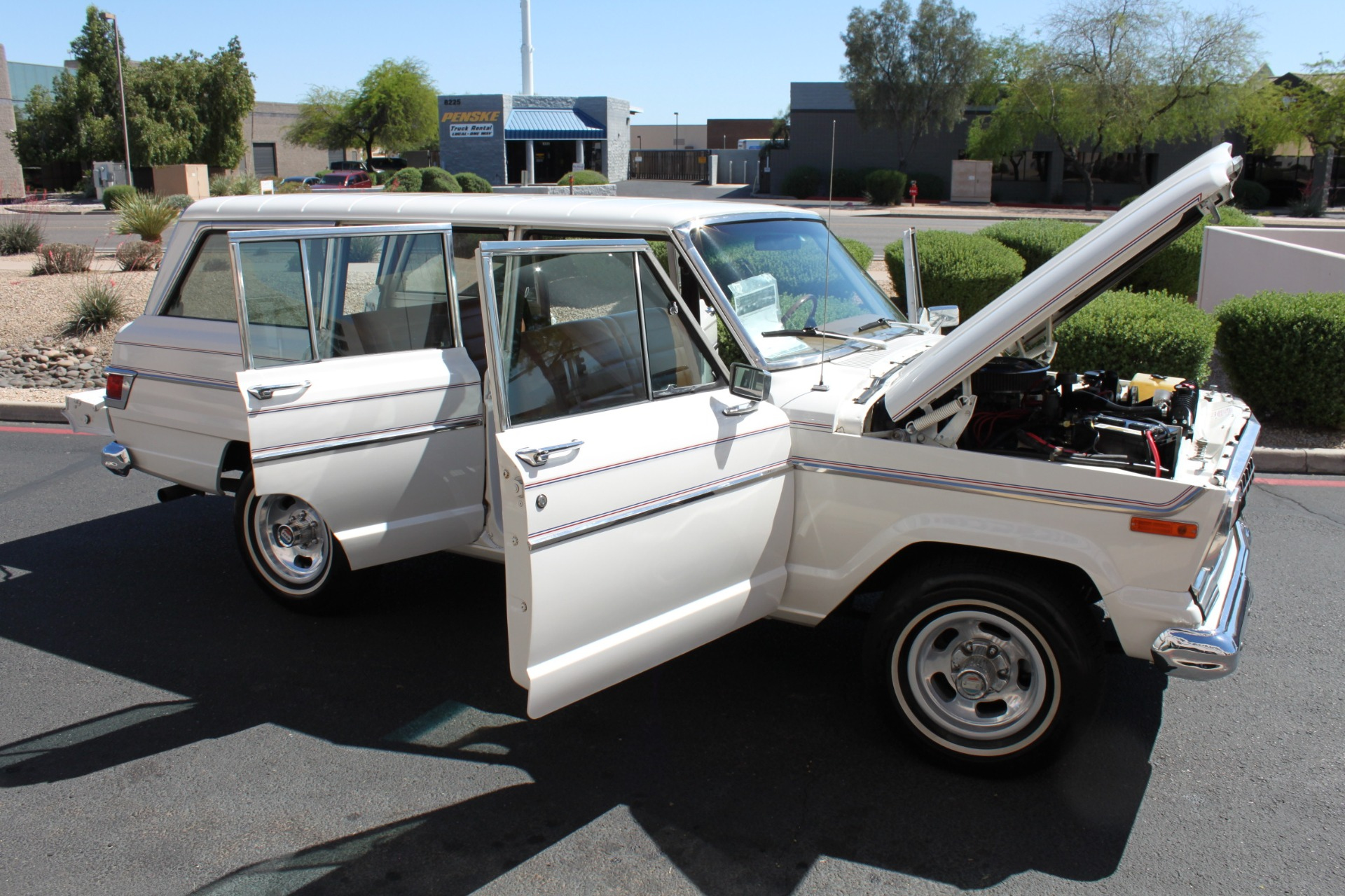 Used-1977-Jeep-Wagoneer-Custom-Fuel-Injected-66-Liter-401-Ferrari