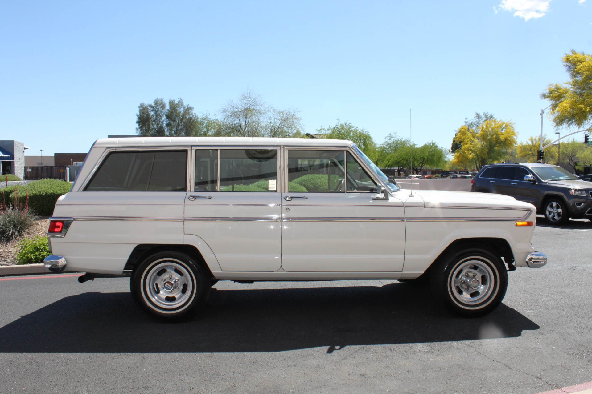 Used-1977-Jeep-Wagoneer-Custom-Fuel-Injected-66-Liter-401-Chrysler