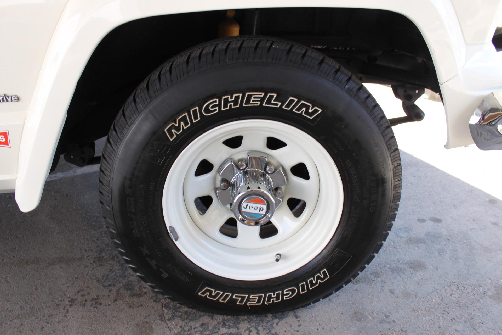 Used-1977-Jeep-Cherokee-S-Widetrack-4X4-401-V8-XJ