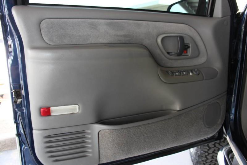 Used-1999-GMC-Yukon-SLE-4X4-Lamborghini
