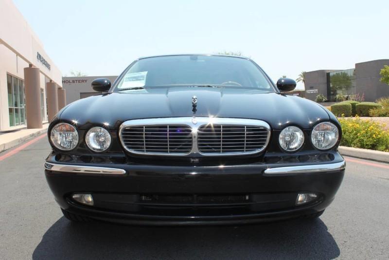 Used-2005-Jaguar-XJ8L-Long-Wheelbase-Ferrari-Dealership-Lake-Forest