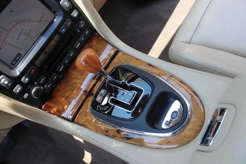 Used-2005-Jaguar-XJ8L-Long-Wheelbase-Fiat