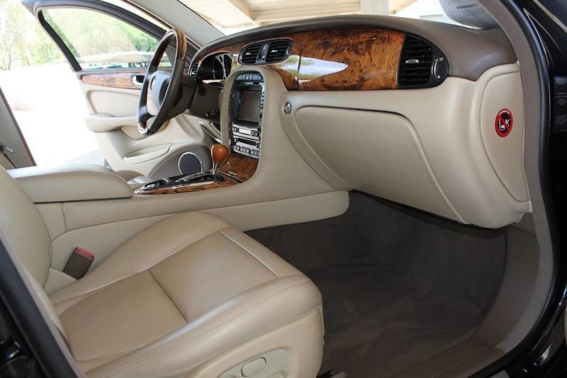Used-2005-Jaguar-XJ8L-Long-Wheelbase-Exotic-Cars-IL