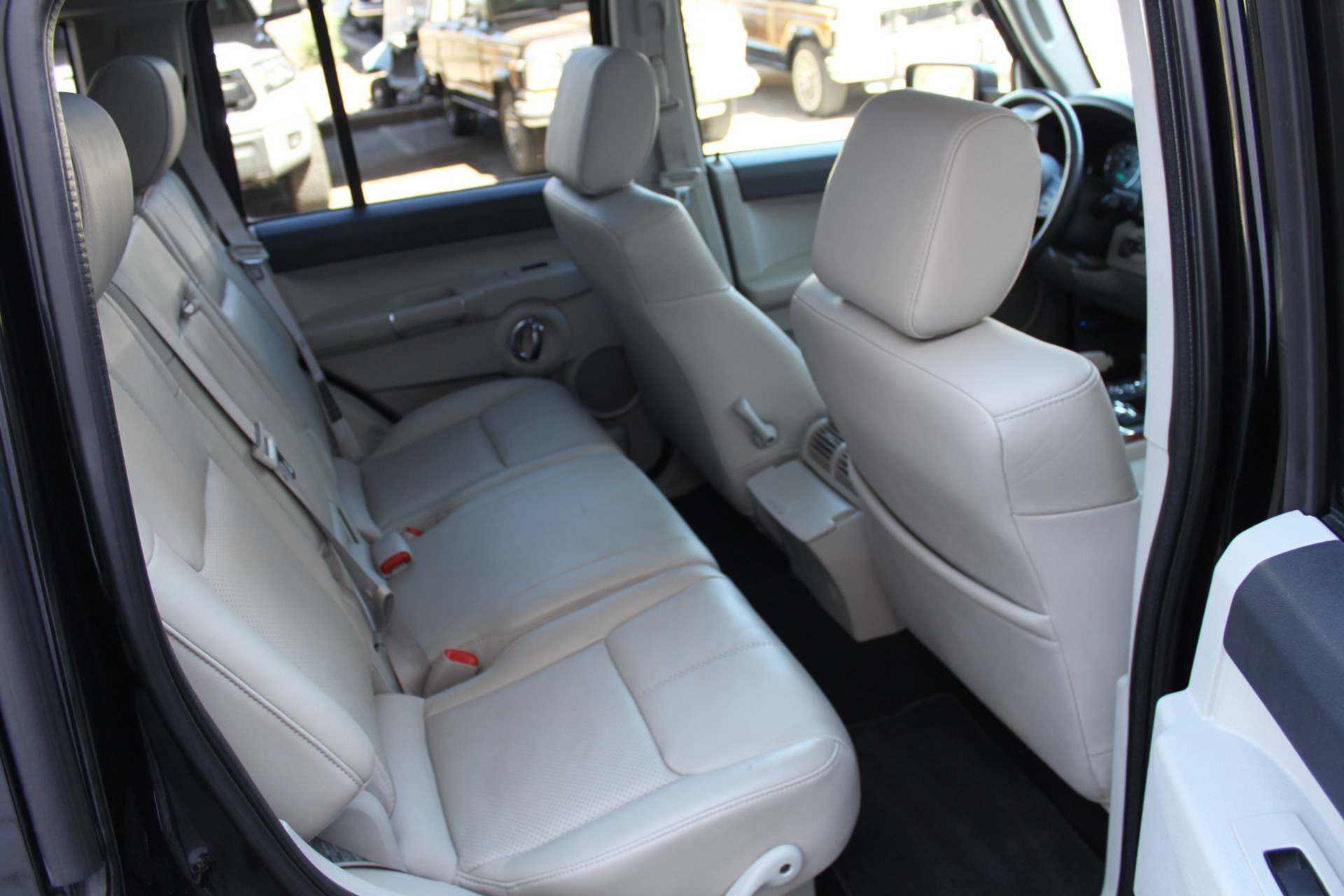 Used-2007-Jeep-Commander-Limited-Lexus