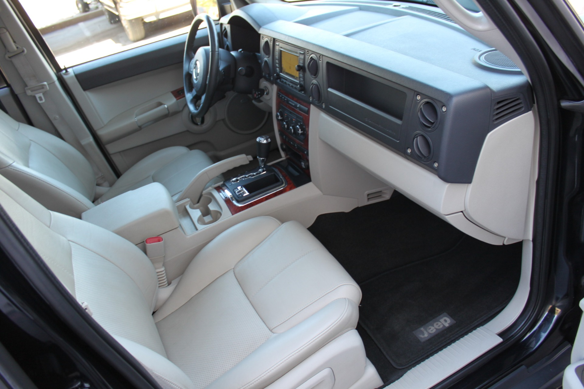 Used-2007-Jeep-Commander-Limited-BMW
