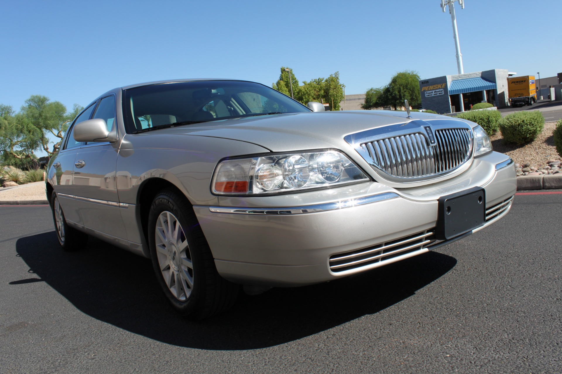 Used-2006-Lincoln-Town-Car-Signature-Mercedes-Benz