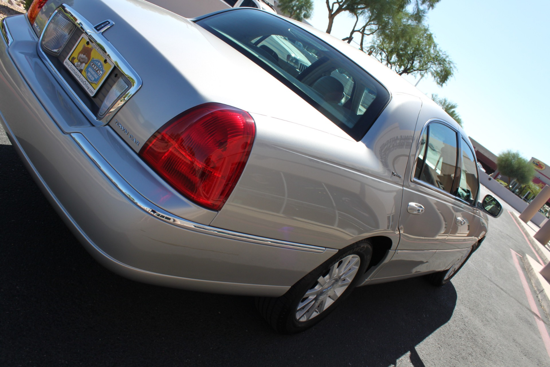 Used-2006-Lincoln-Town-Car-Signature-Audi