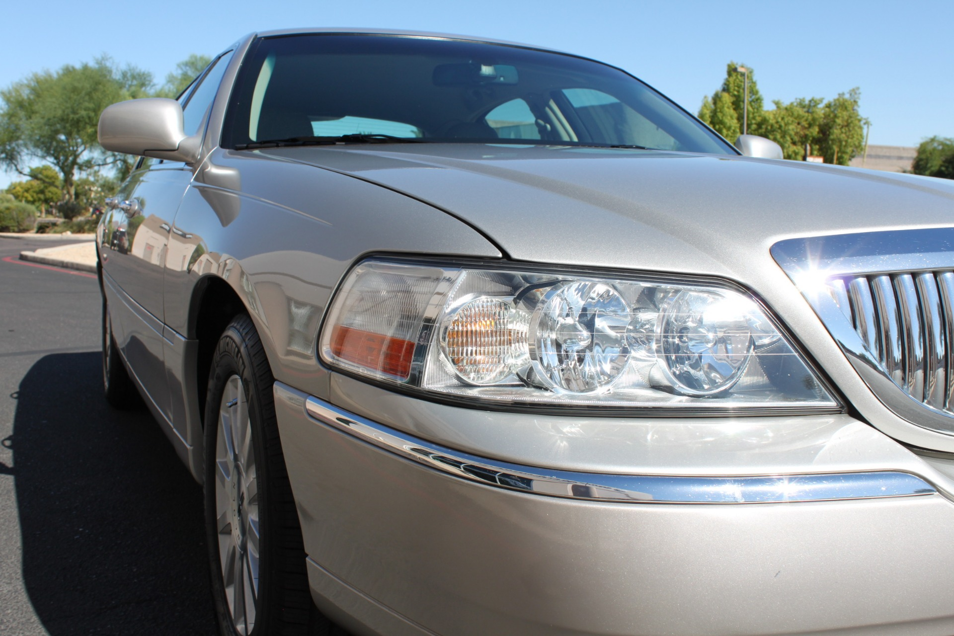 Used-2006-Lincoln-Town-Car-Signature-Acura