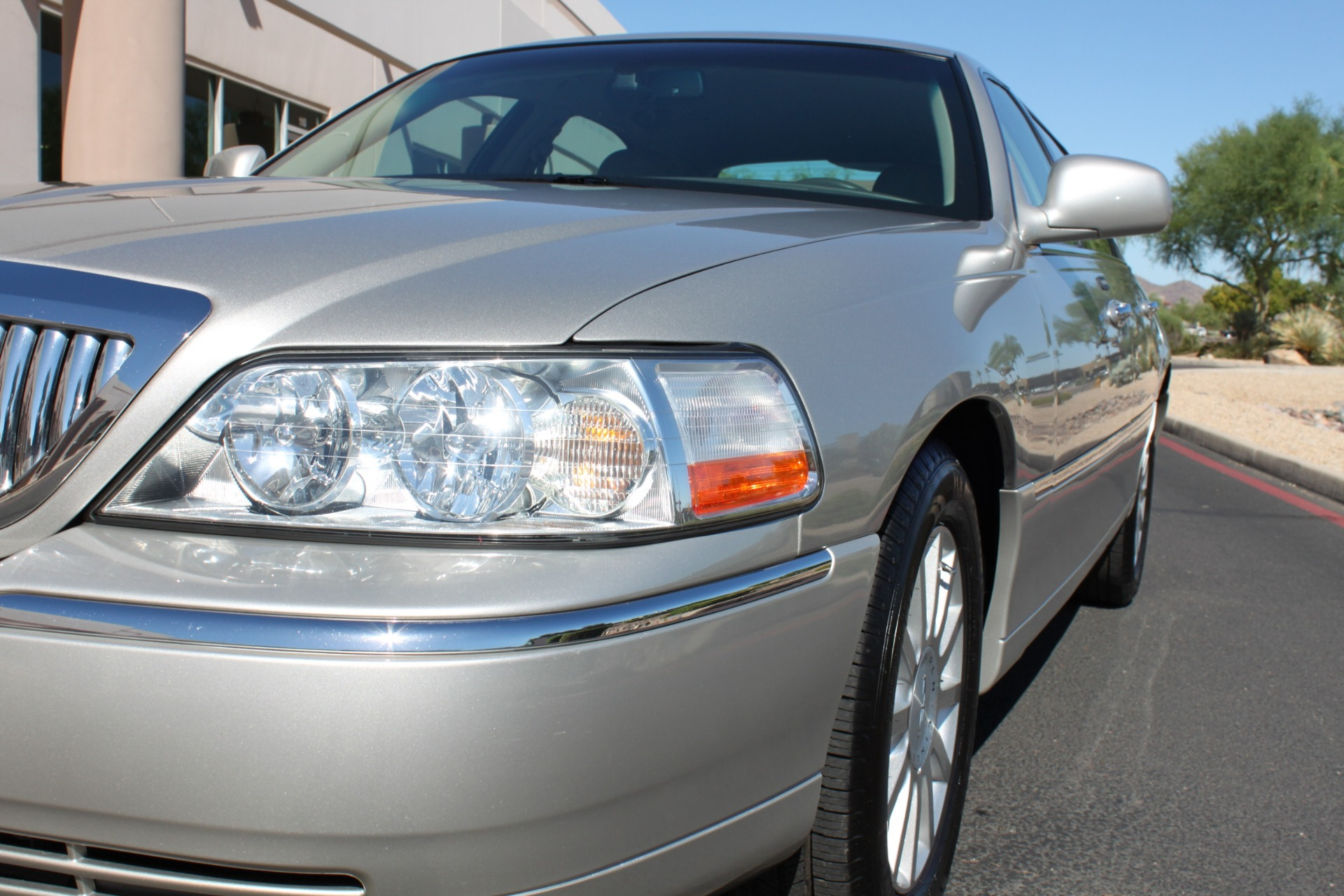 Used-2006-Lincoln-Town-Car-Signature-Lexus