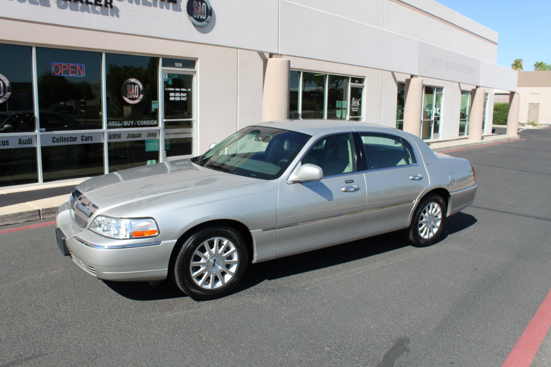 Used-2006-Lincoln-Town-Car-Signature-Chalenger