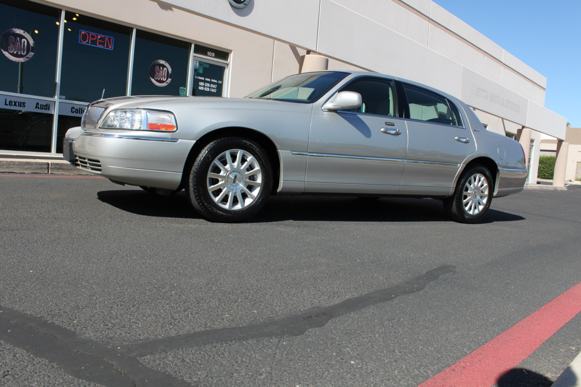 Used-2006-Lincoln-Town-Car-Signature-Dodge