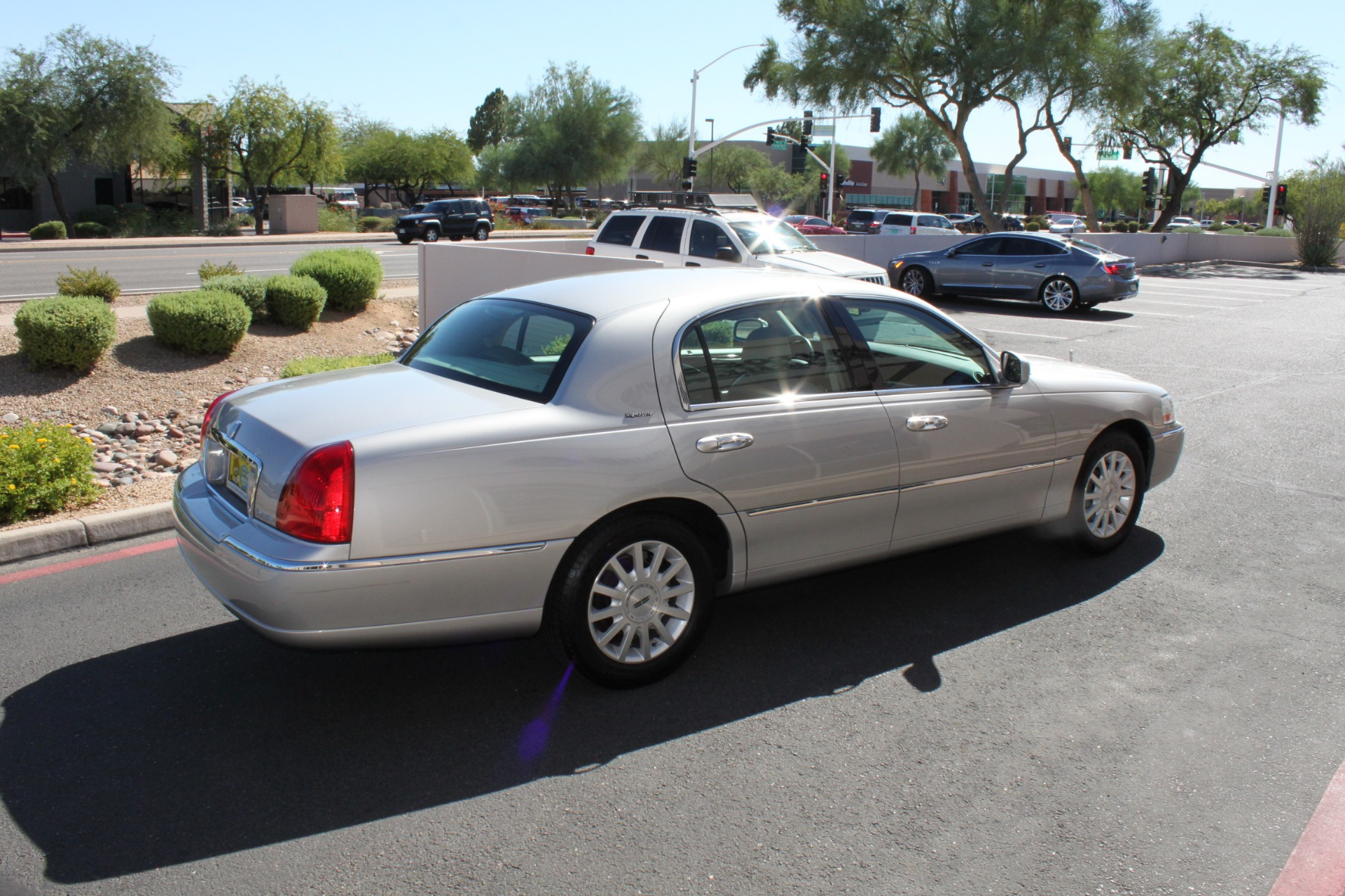Used-2006-Lincoln-Town-Car-Signature-LS430