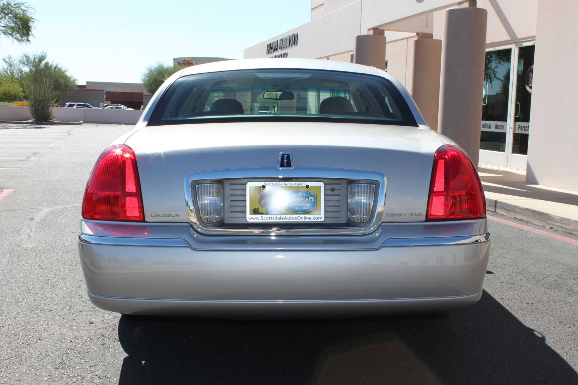 Used-2006-Lincoln-Town-Car-Signature-Mopar