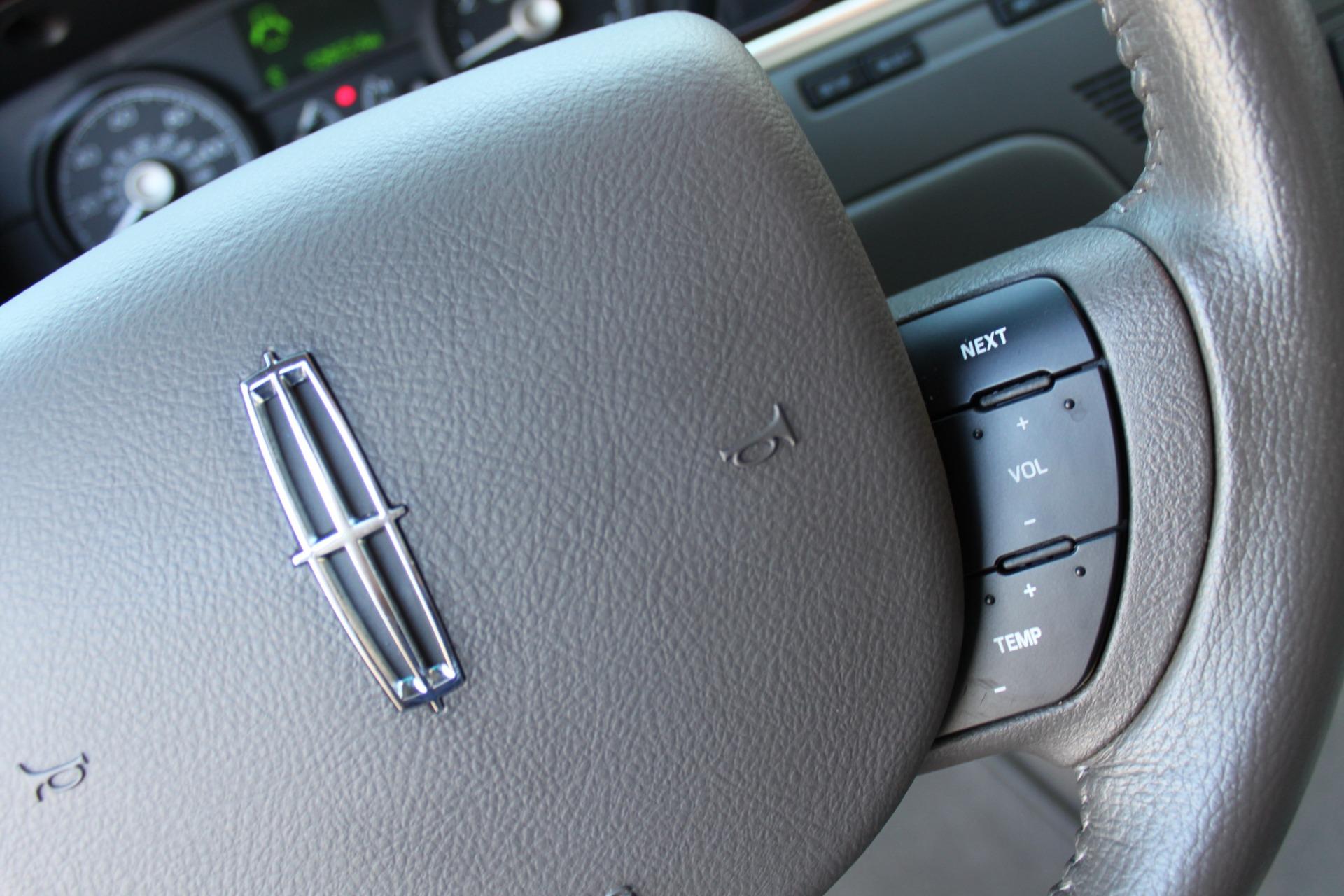 Used-2006-Lincoln-Town-Car-Signature-Porsche
