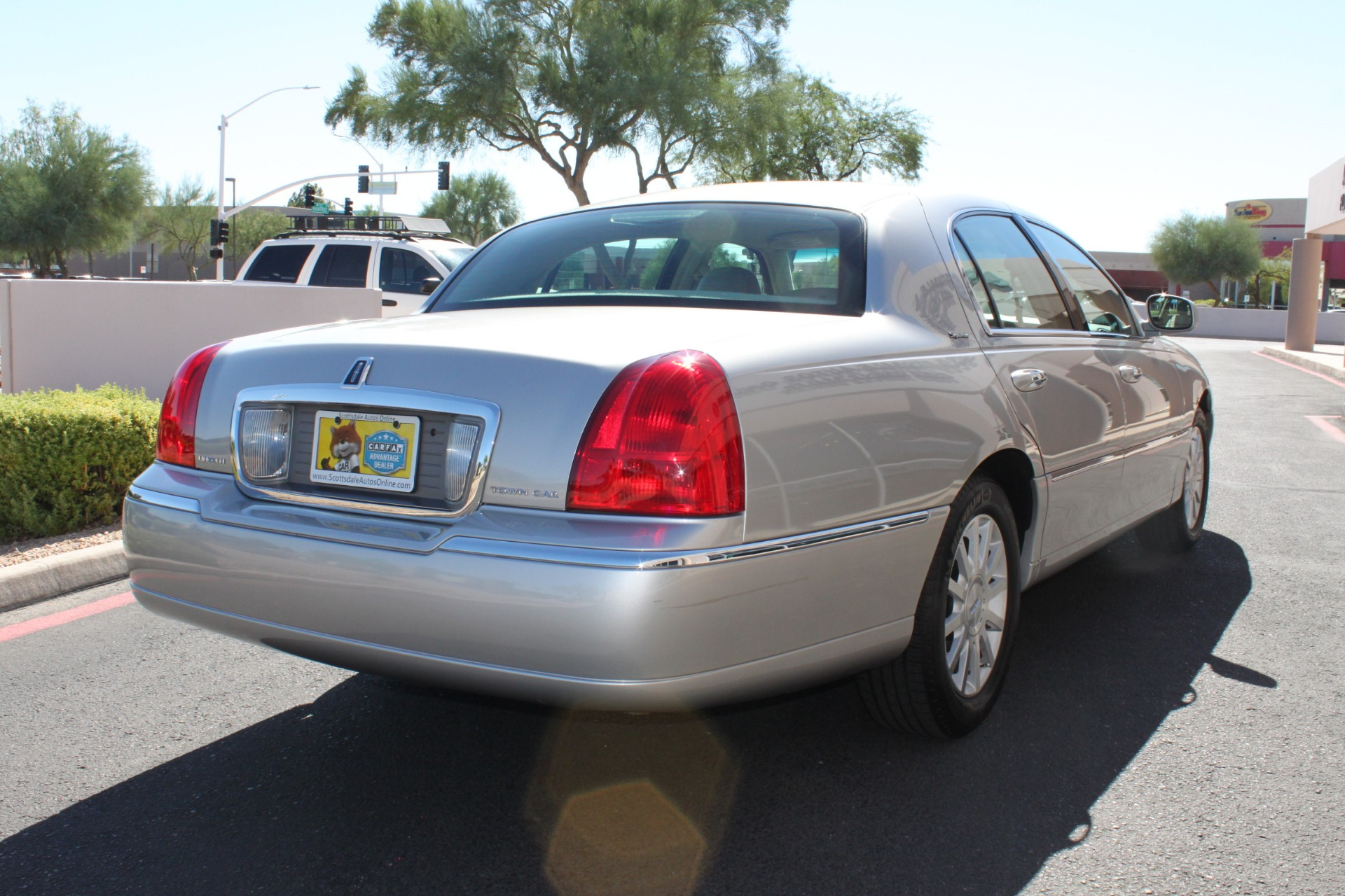 Used-2006-Lincoln-Town-Car-Signature-Classic