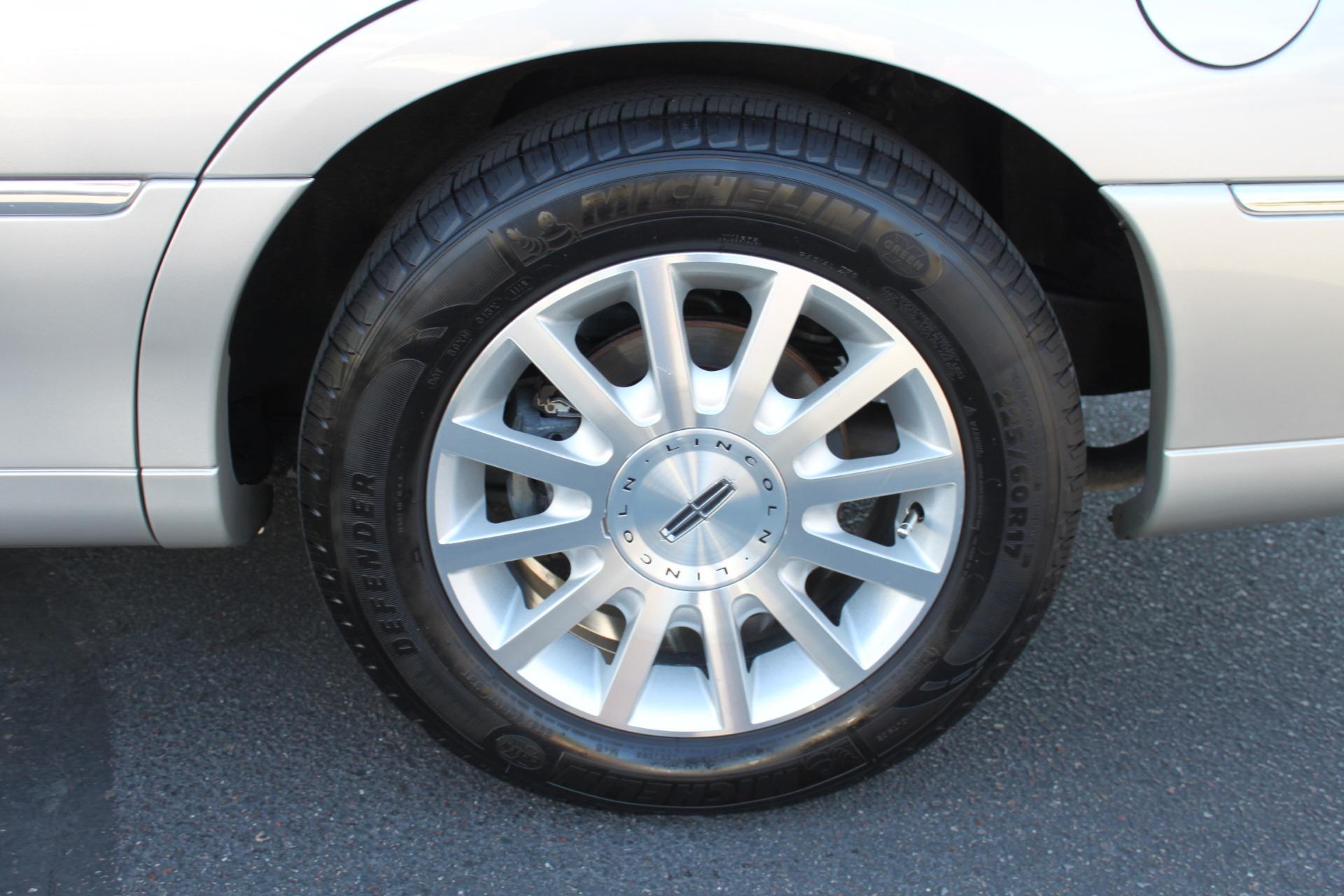 Used-2006-Lincoln-Town-Car-Signature-Mini