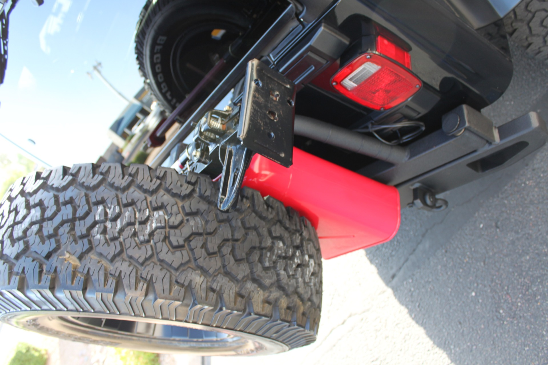 Used-2006-Jeep-Wrangler-Unlimited-Rubicon-LWB-Ferrari