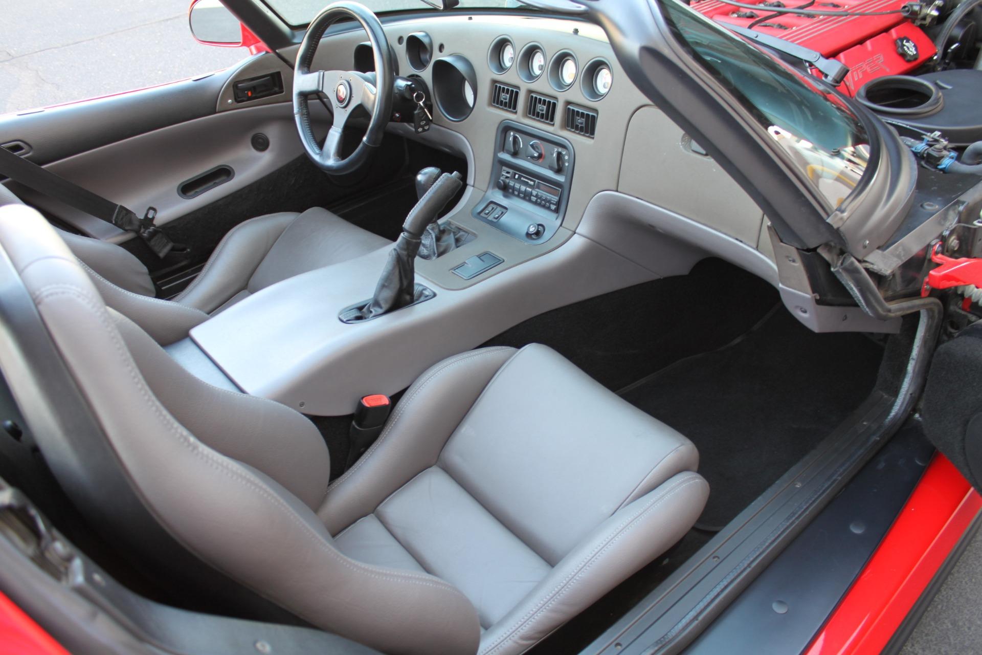 Used-1993-Dodge-Viper-Sports-Car-BMW
