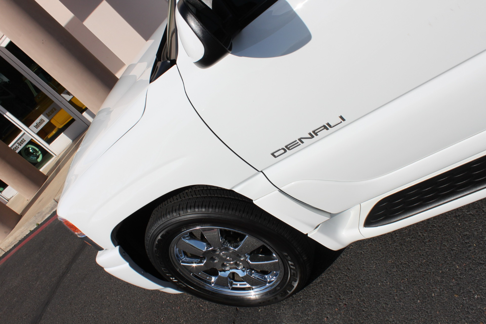 Used-2006-GMC-Yukon-Denali-AWD-Acura