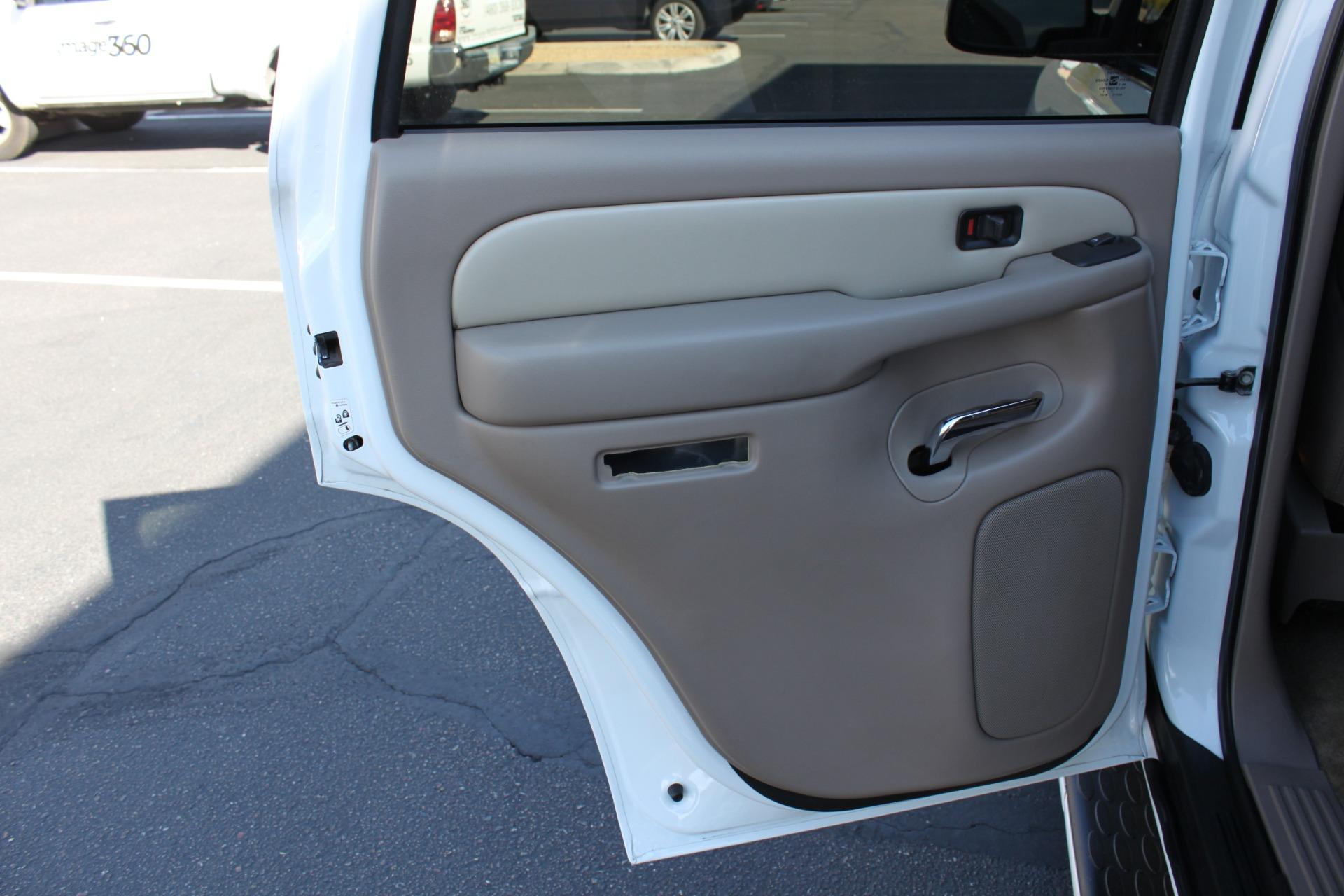 Used-2006-GMC-Yukon-Denali-AWD-Cherokee