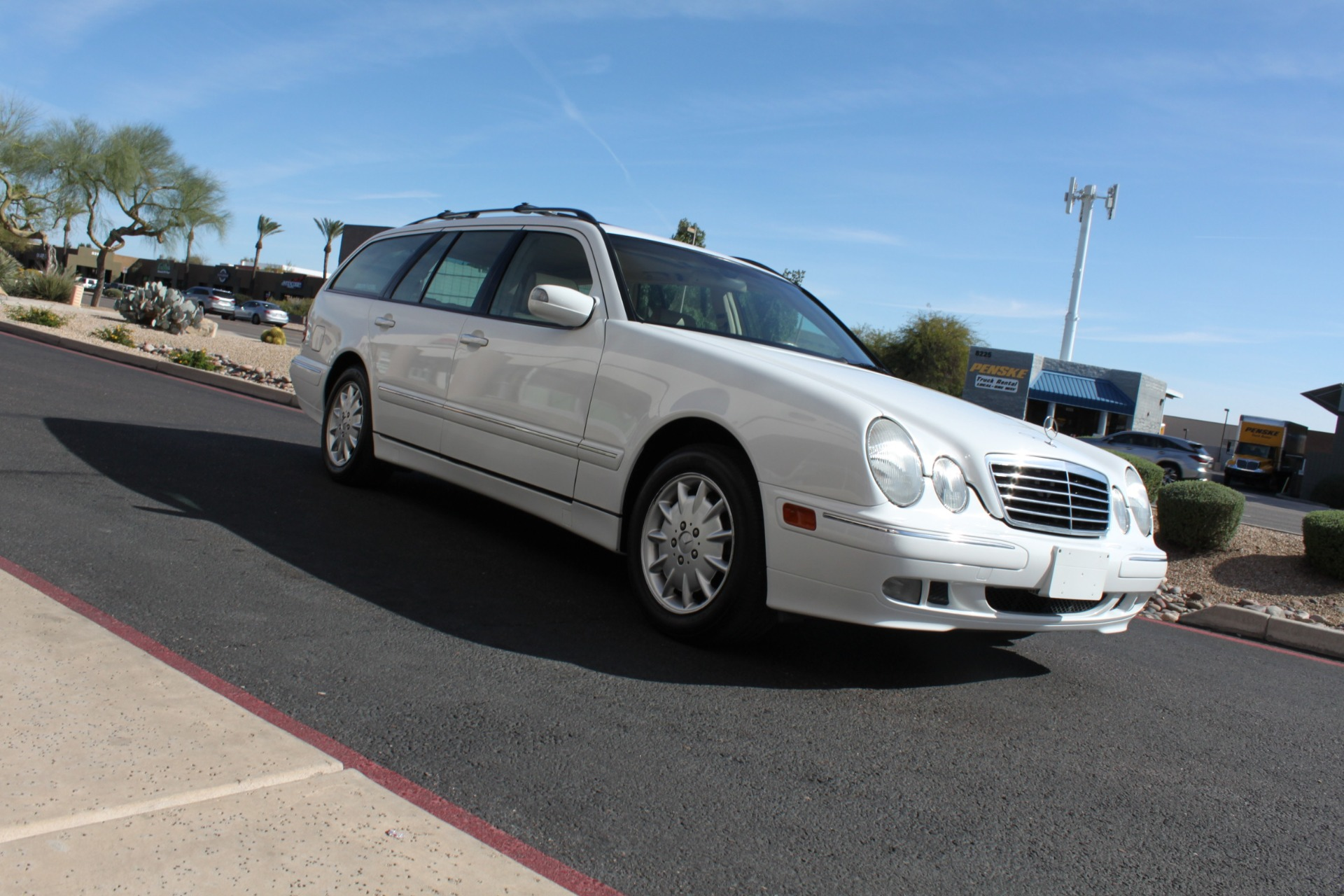 Used-2000-Mercedes-Benz-E-Class-Wagon-LS400