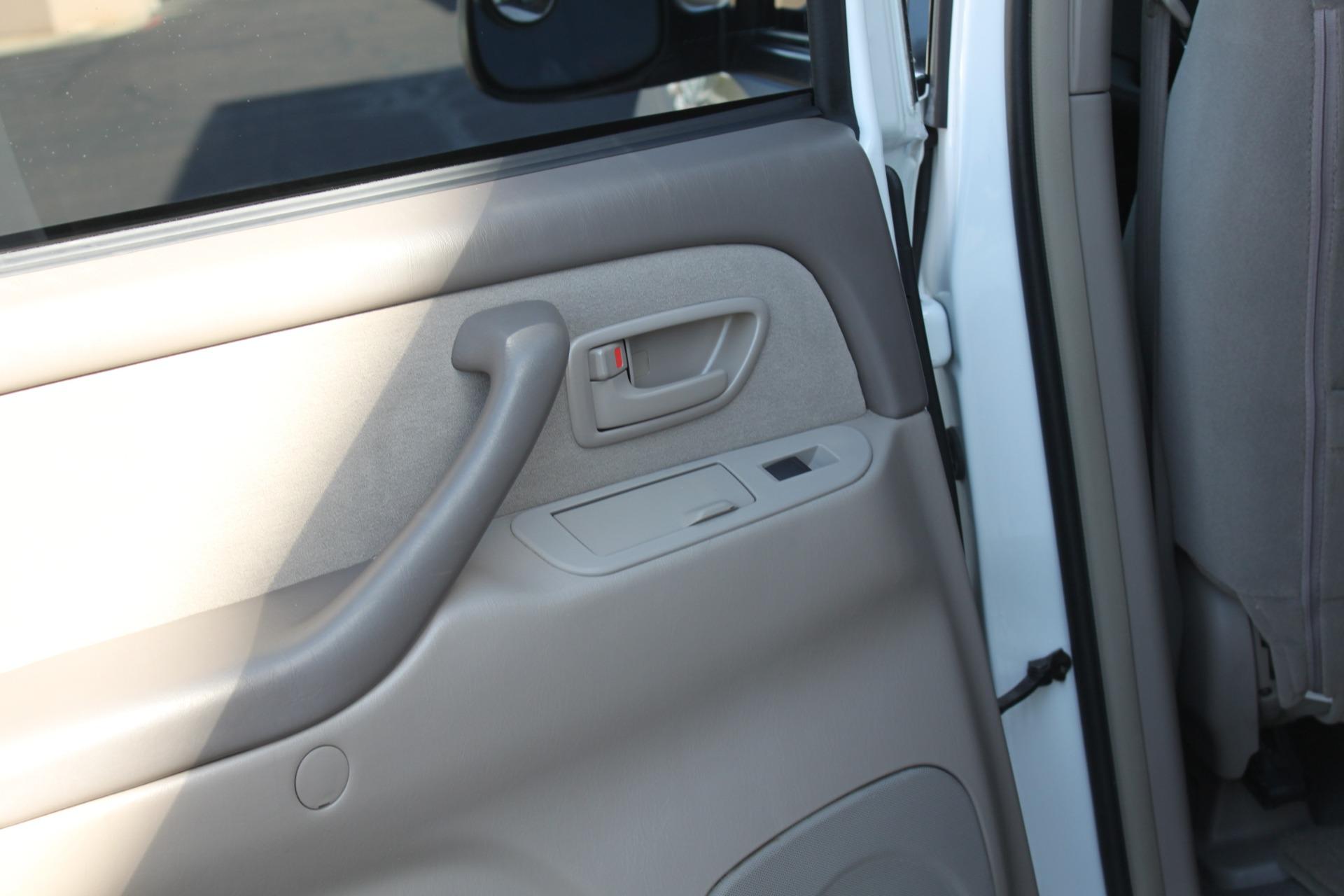 Used-2005-Toyota-Sequoia-SR5-Grand-Cherokee