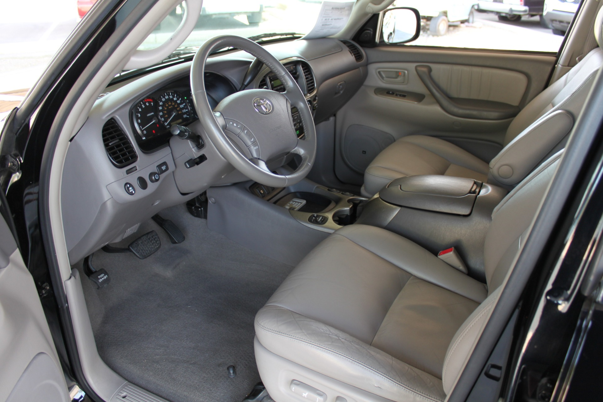 Used-2005-Toyota-Sequoia-Limited-Collector