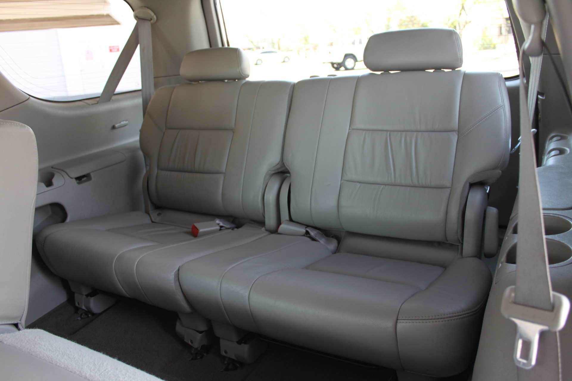 Used-2005-Toyota-Sequoia-Limited-LS400