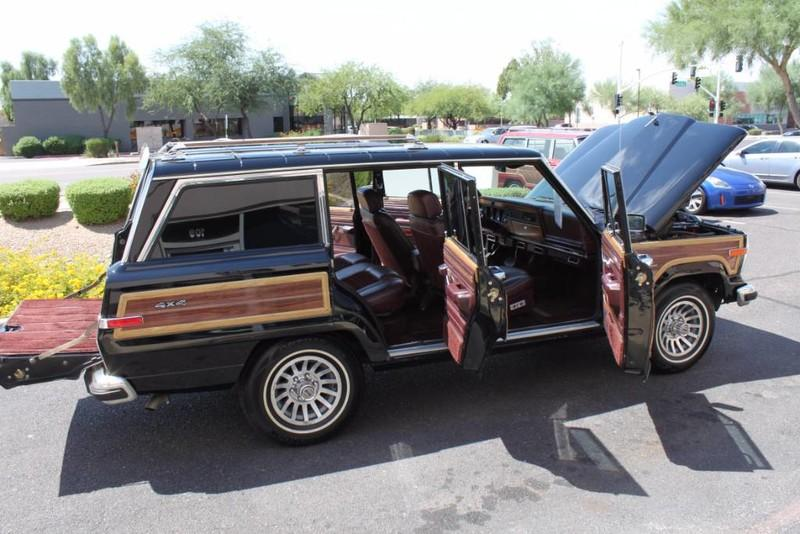 Used-1988-Jeep-Grand-Wagoneer-Limited-4X4-Chalenger