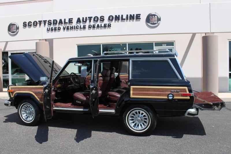 Used-1988-Jeep-Grand-Wagoneer-Limited-4X4-Collector