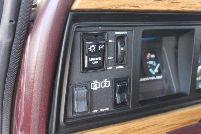 Used-1988-Jeep-Grand-Wagoneer-Limited-4X4-Audi