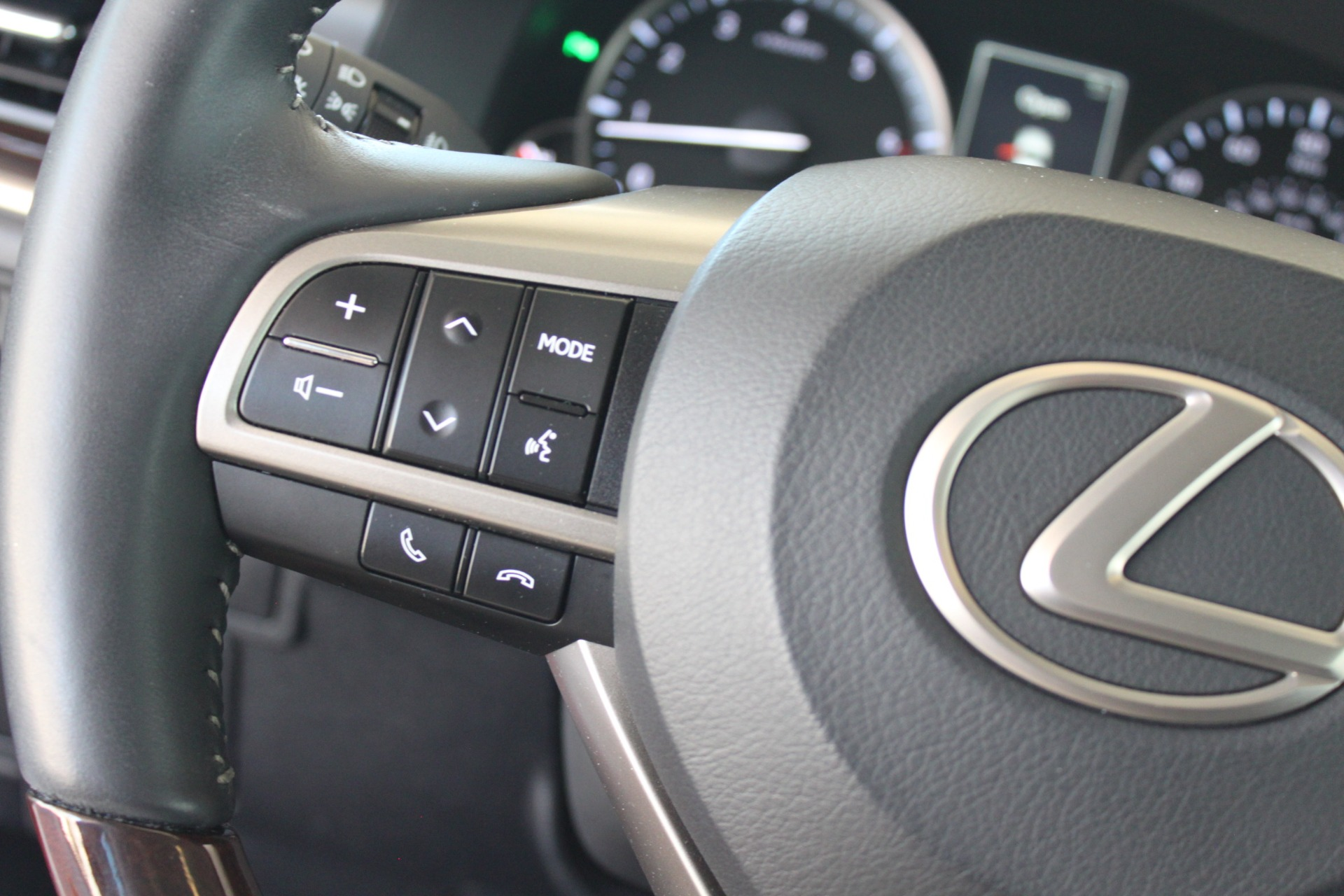 Used-2016-Lexus-ES-350-Wagoneer