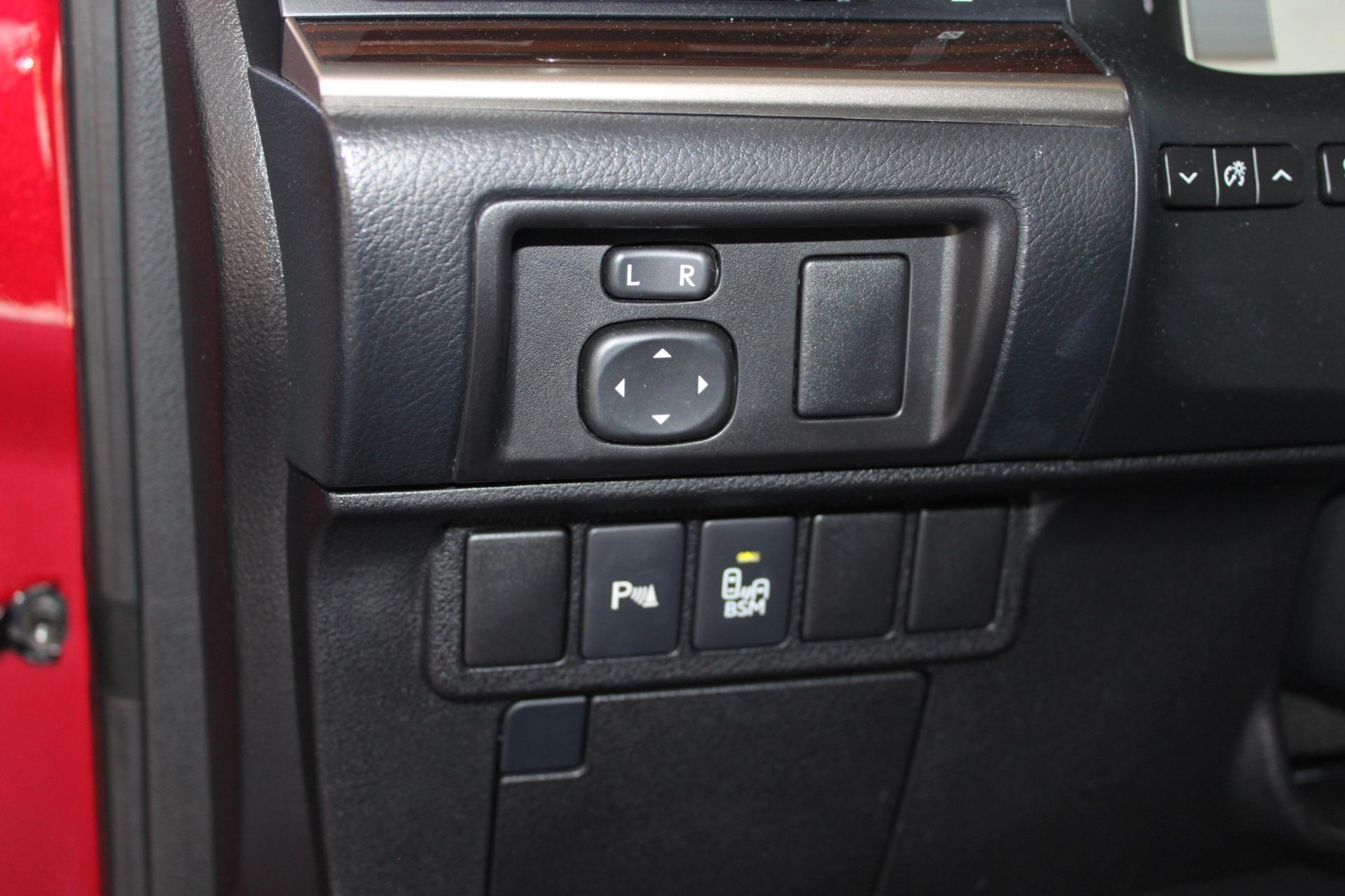 Used-2016-Lexus-ES-350-Classic