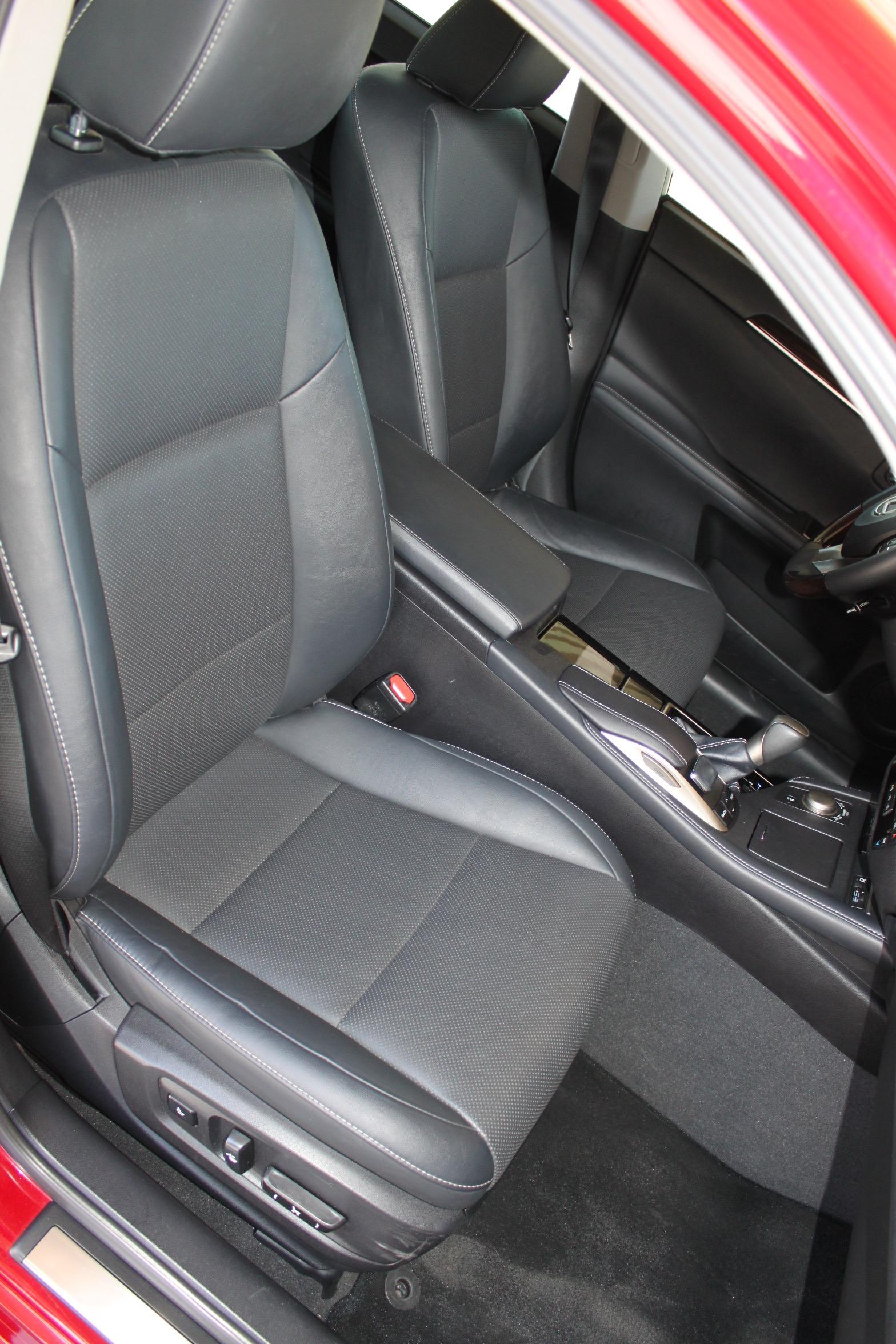 Used-2016-Lexus-ES-350-Chalenger
