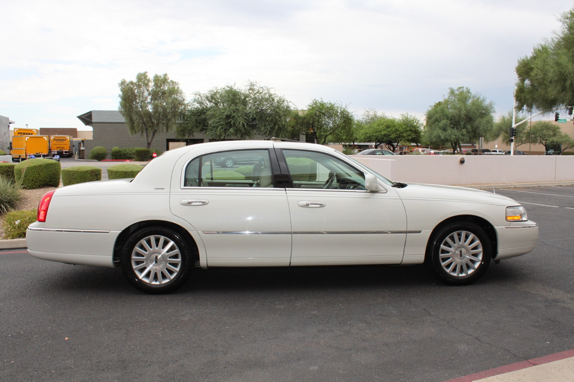 Used-2004-Lincoln-Town-Car-Ultimate-Mercedes-Benz