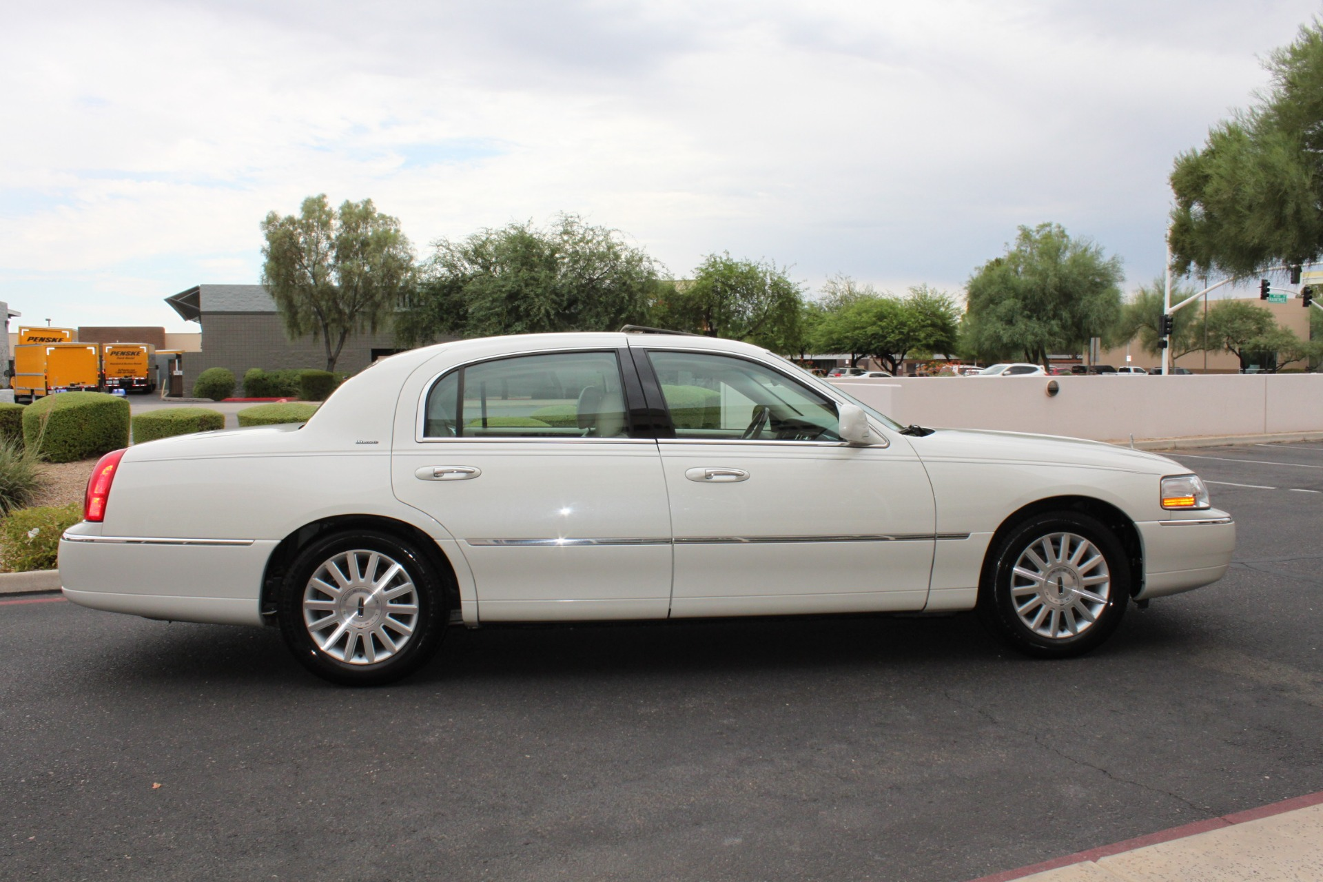 Used-2004-Lincoln-Town-Car-Ultimate-Wrangler