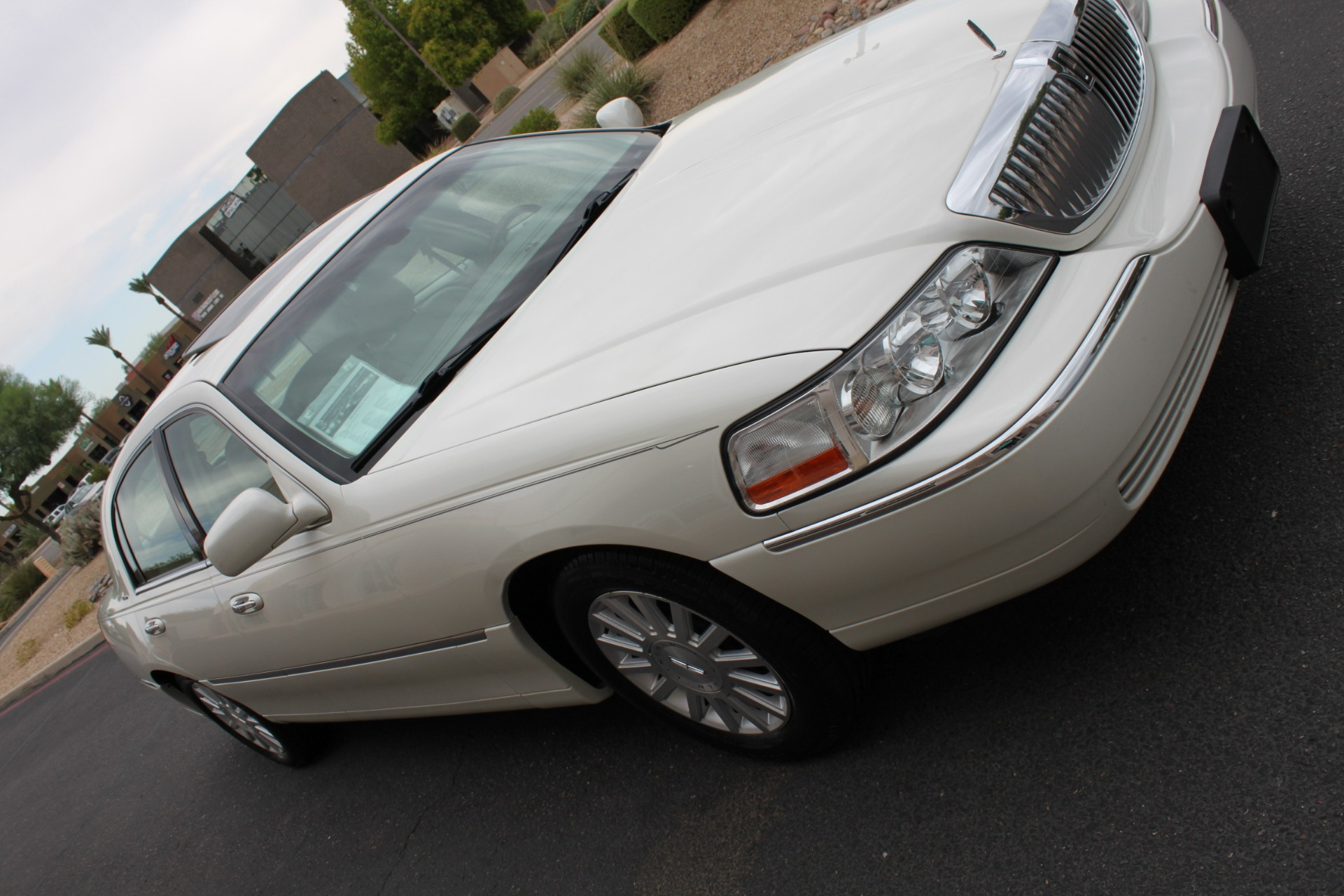 Used-2004-Lincoln-Town-Car-Ultimate-Audi