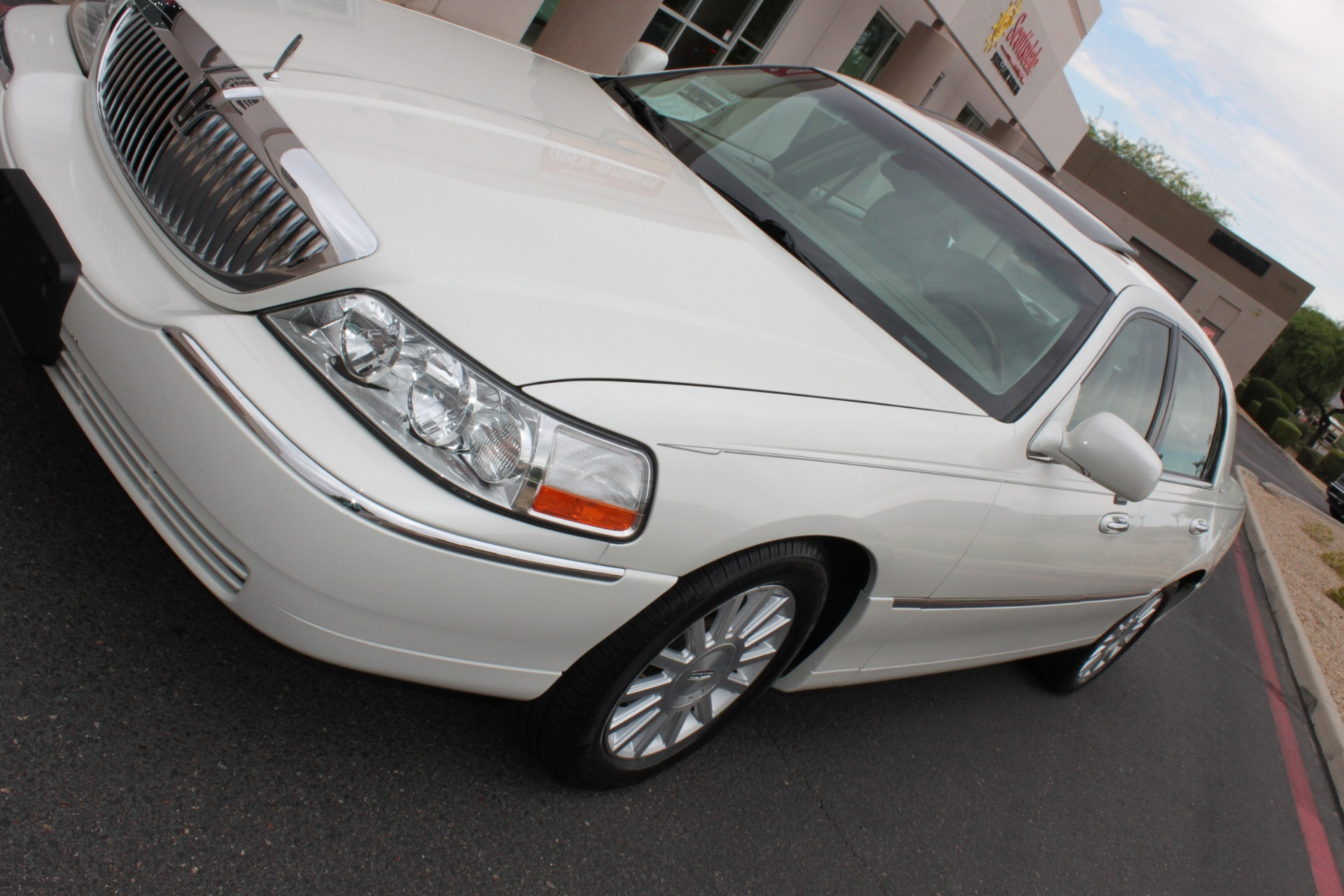 Used-2004-Lincoln-Town-Car-Ultimate-Acura