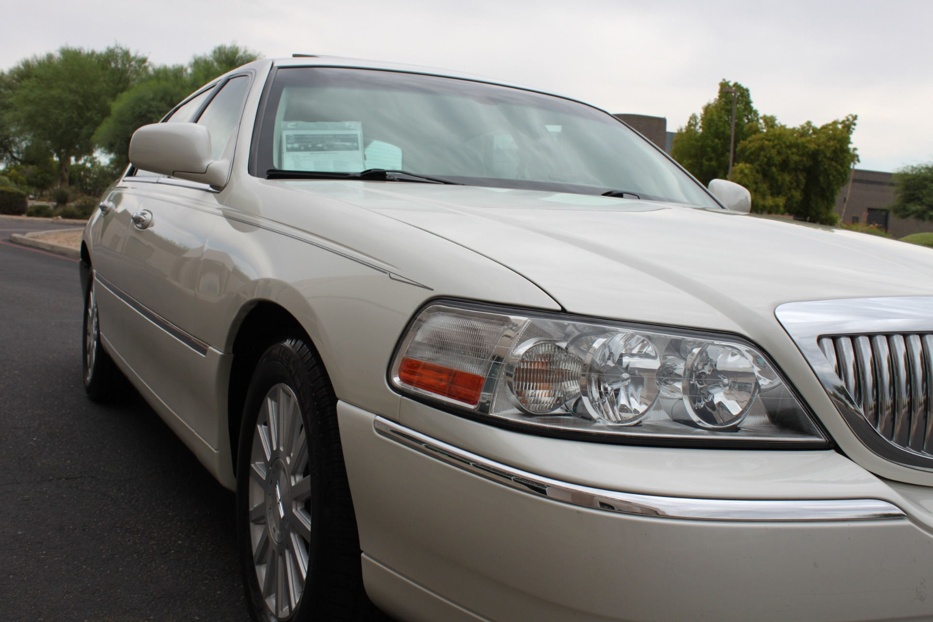Used-2004-Lincoln-Town-Car-Ultimate-Lexus