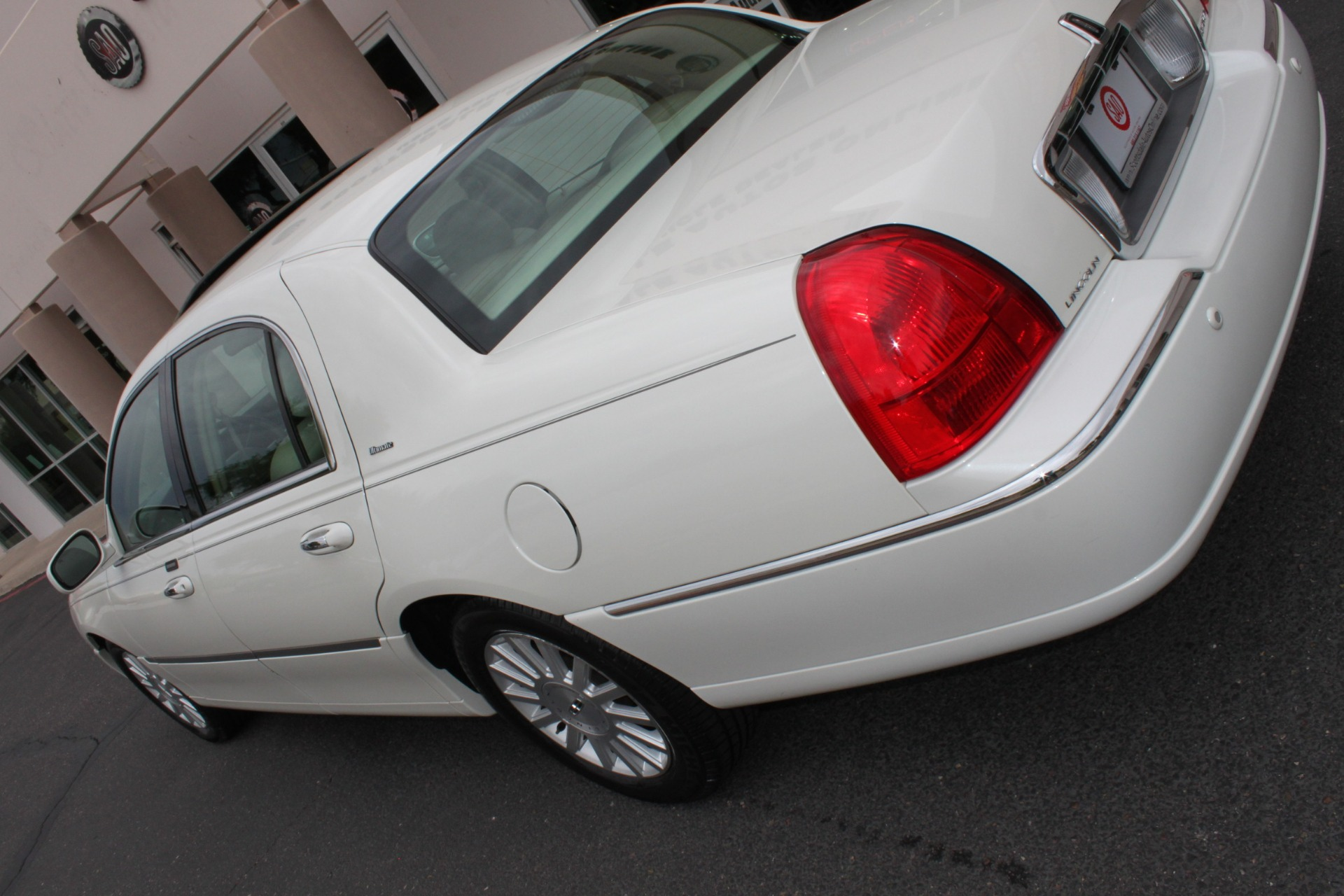Used-2004-Lincoln-Town-Car-Ultimate-Chevrolet