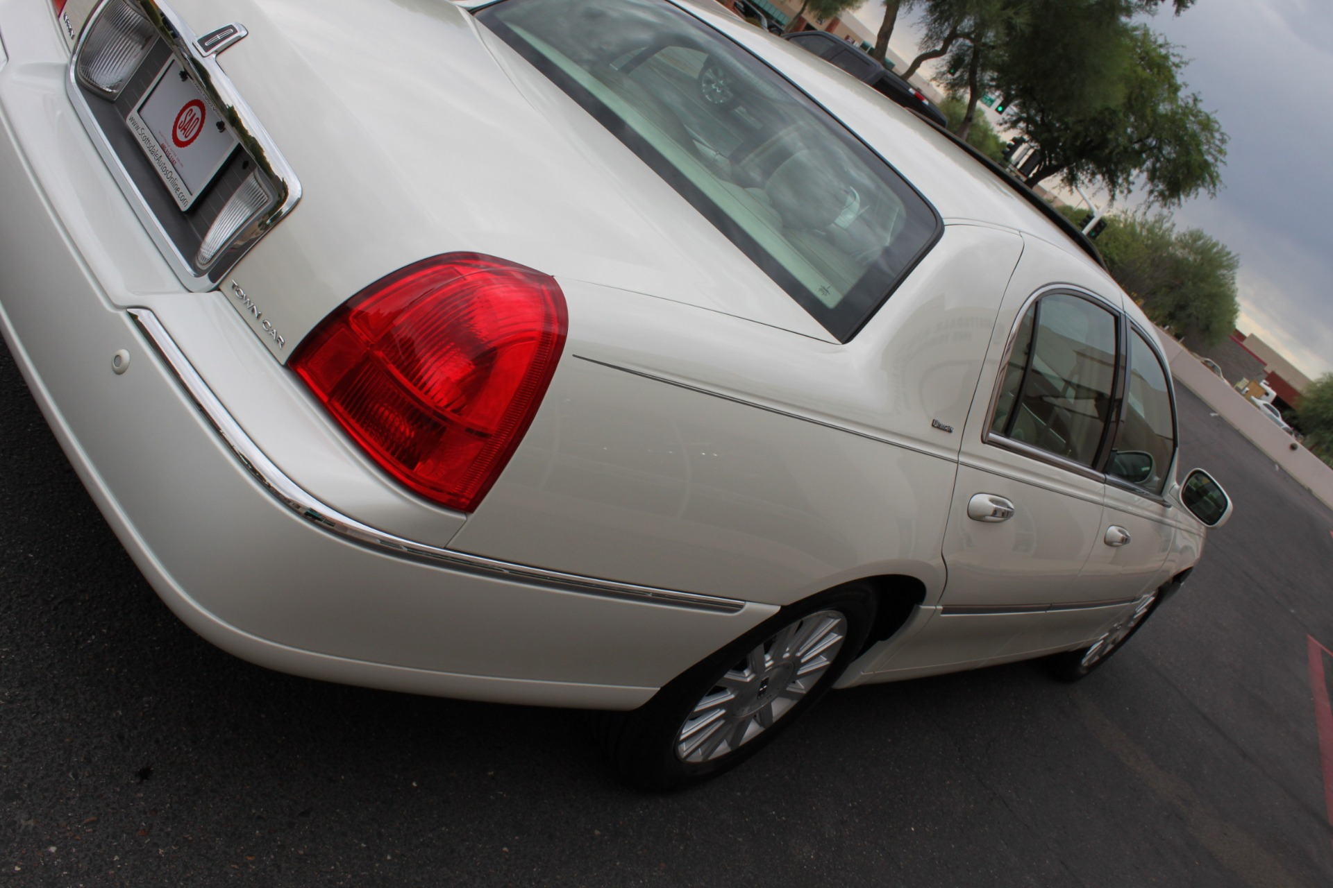 Used-2004-Lincoln-Town-Car-Ultimate-Chalenger