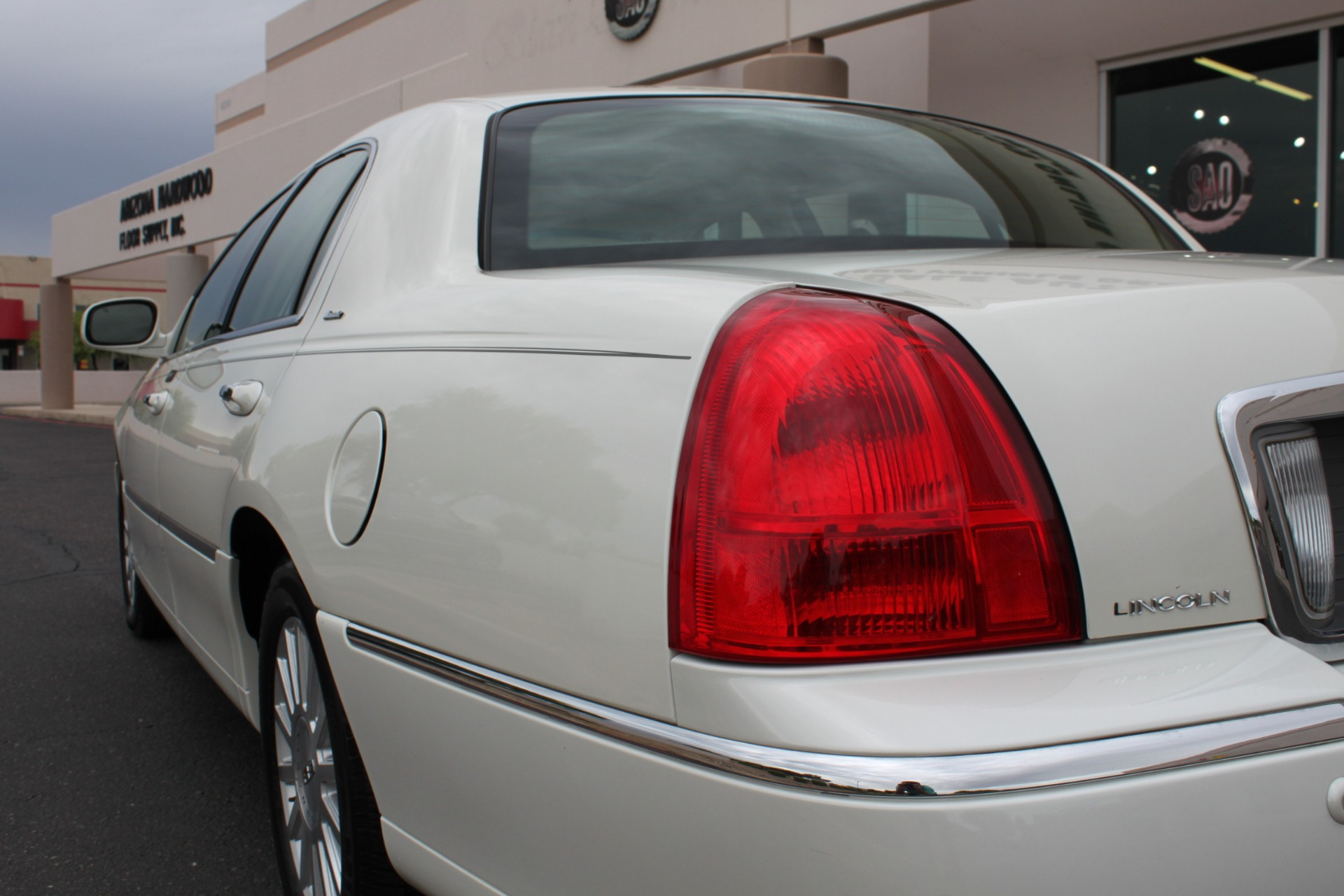 Used-2004-Lincoln-Town-Car-Ultimate-Dodge