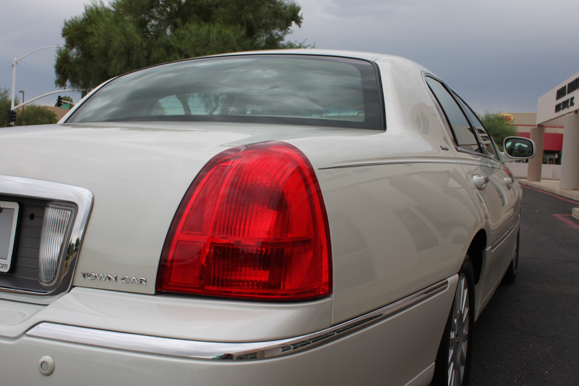 Used-2004-Lincoln-Town-Car-Ultimate-Chevelle