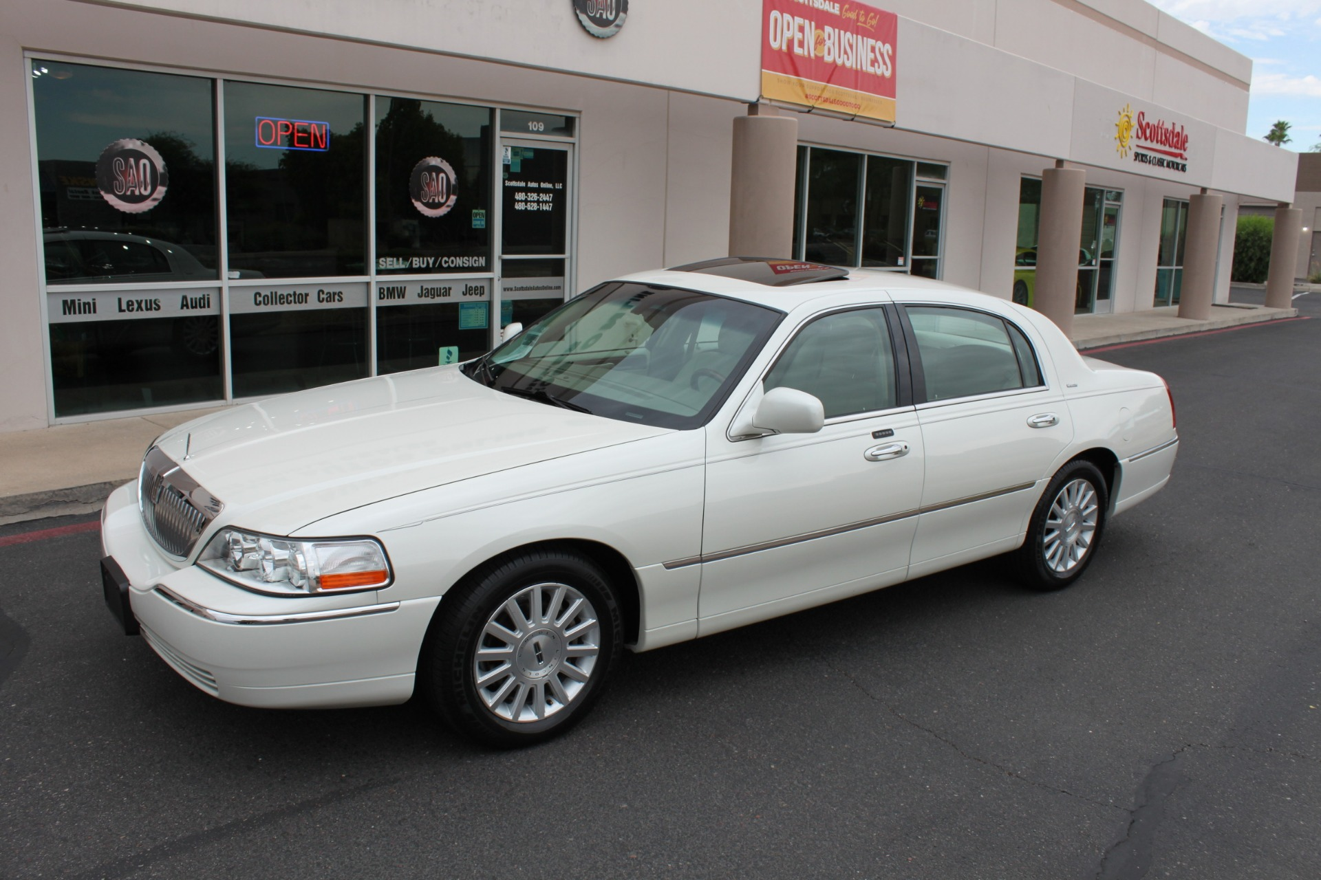 Used-2004-Lincoln-Town-Car-Ultimate-Fiat