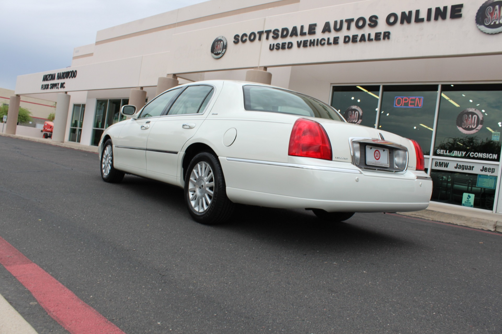 Used-2004-Lincoln-Town-Car-Ultimate-LS430