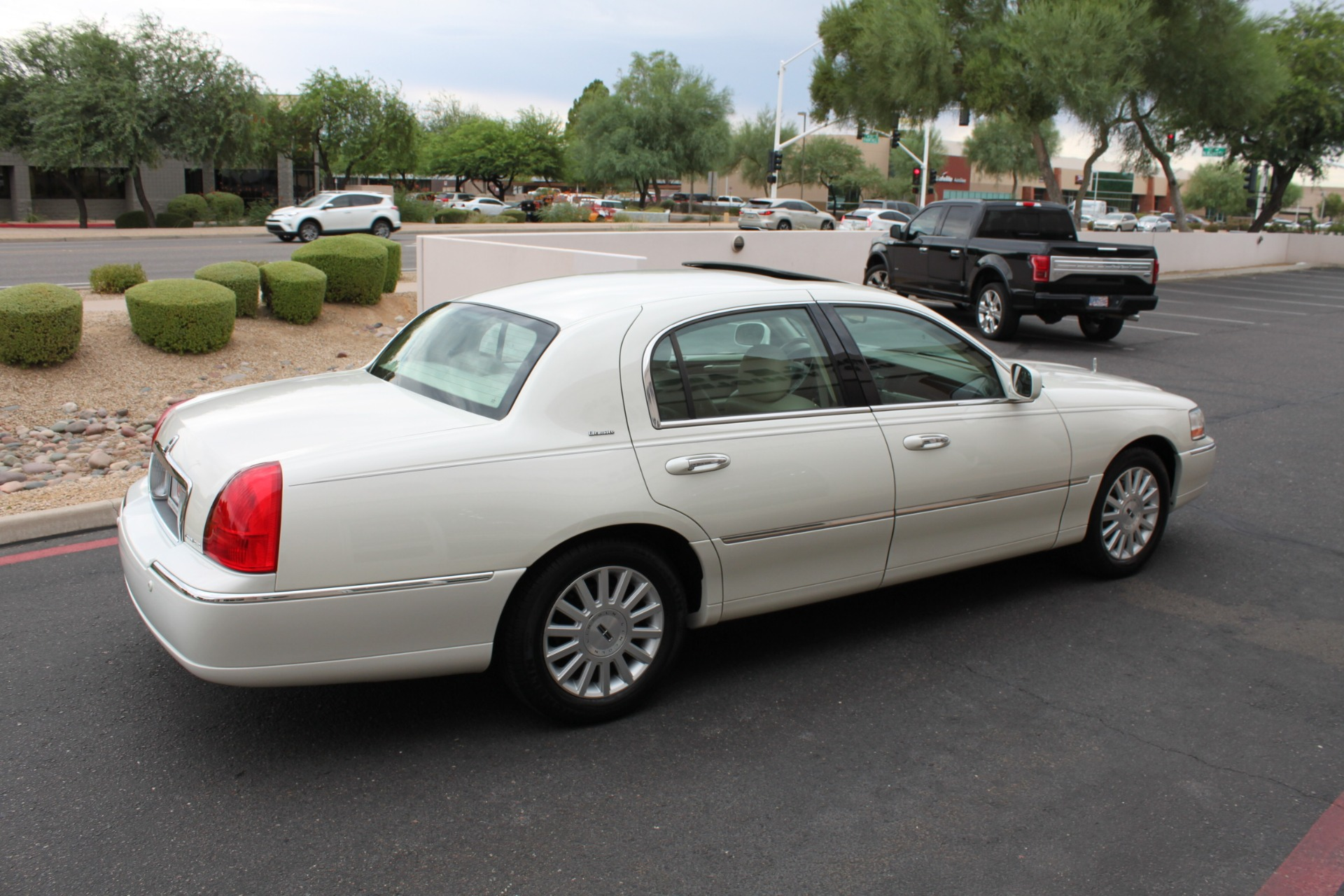 Used-2004-Lincoln-Town-Car-Ultimate-Toyota