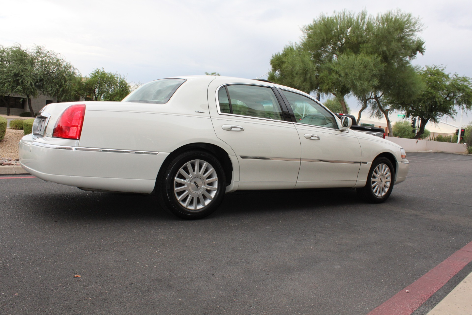 Used-2004-Lincoln-Town-Car-Ultimate-Land-Cruiser